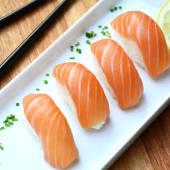 Nigiri de salmón (5 uds.)
