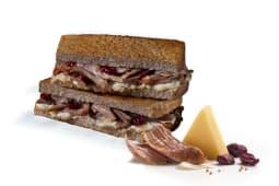 Sándwich de pavo, queso y arándanos premium