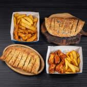 ქათმის ფრთების კალათა + ქათმის ფინგერსის კალათა + 2 პური ნივრის სოუსით