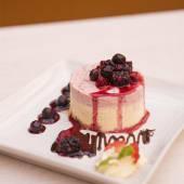 Cheesecake de chocolate blanco y frutos rojos