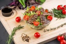 Салат з телятиною (245г)