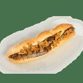 Sandwich cu cârnat de casă și varză călită