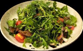 Салат с рукколой и нежной телятиной