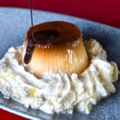 Flan de queso tradicional asturiano con caramelo