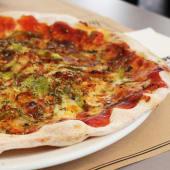 Pizza de pollo con salsa BBQ