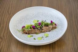 Tataki de atún marinado en soja y cítrico