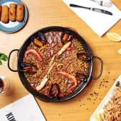 Combo 4: Paella marinera + 2 tapas