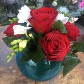 Aranjament floral in bol de sticla