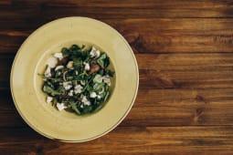 Теплий салат з телятиною, солодкою грушею (210г)