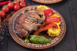 Чалогач зі свинини та овочами гріль (350г)