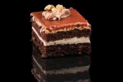 Prajitura Karidy - placinta de nuca si ciocolata, crema de lapte