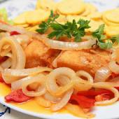 Bacalhau Frito com Cebolada
