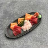 48). Sashimi moriawase (18 uds.)