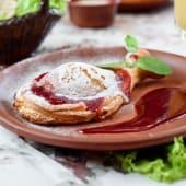 Груша запечена в карамелі під журавлино-кавовим соусом (150г)