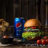 Бургер з печеними овочами, картопля, соус BBQ, Pepsi