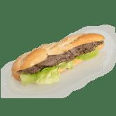 Sandwich cu pastramă de vită și sos remoulade