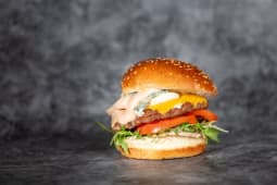 Cheeseburger četiri vrste sira