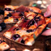 Pizza Azul con prosciutto