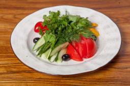Овощная нарезка с сыром фета