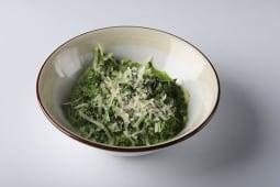 Шпинат со сливками и сыром Пармезан