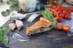 Tarta cu carne de porc la garnita si varza
