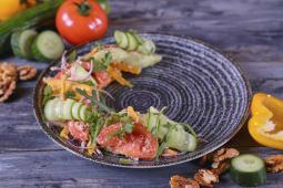 Салат тбіліський зі свіжих овочів з горіховою пастою (230г)