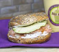 Bagel salmón & avocado