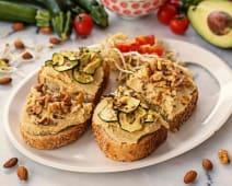 Hummus tartine