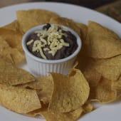 Frijoles refritos con chips