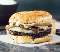 Shaqs classic beef burger