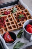 Waffles de tomates secos y albahaca congelados