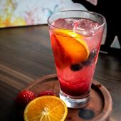 Sparkling soda de naranja y frutos rojos (12 oz.)