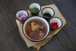 ხბოს ხორცის წვნიანი სოიოს სოუსით