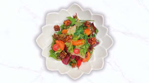 Свекольный салат с грецким орехом и мандарином