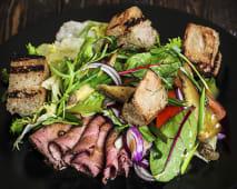 Салат з ростбіфом та грінками (240г)