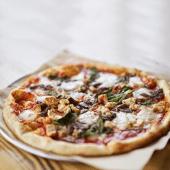 Pizza carbonara de masa madre