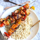 Menú plato kebab mixto con arroz y bebida