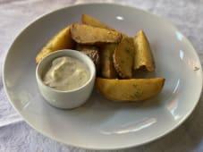 Картопля по-селянські з часниковим соусом