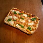Margarita flaltbread pizza