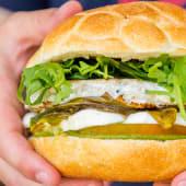 Panino hamburger di pesce spada