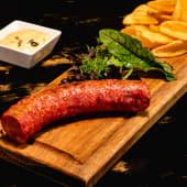 Meniu Carnat salsiccia picant cu cartofi wedges