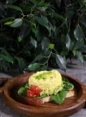 Тост з гуакамоле і скремблом з креветкою (350г)