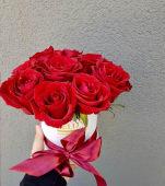 Cutie rotunda 9 trandafiri