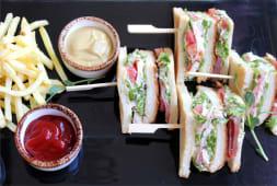Класичний клубний сендвіч (200/100/90г)