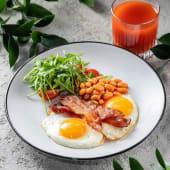 Яєчня або омлет з двох яєць з беконом та квасолею (190г)