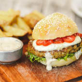 Burger de Quinoa + Guarnición + Salsa