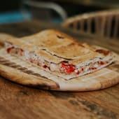 Empanada pimiento queso cabra con cebolla 1 kg al corte ( 6 Raciones)