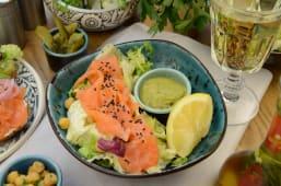 Салат з лососем (200г)