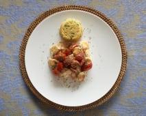 """Pesce spada """"a ghiotta""""con cous cous integrale alle verdure e pomodori"""