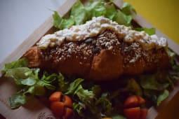 Goveđa salata kroasan